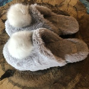 Fuzzy Pom Pom Gray Slippers